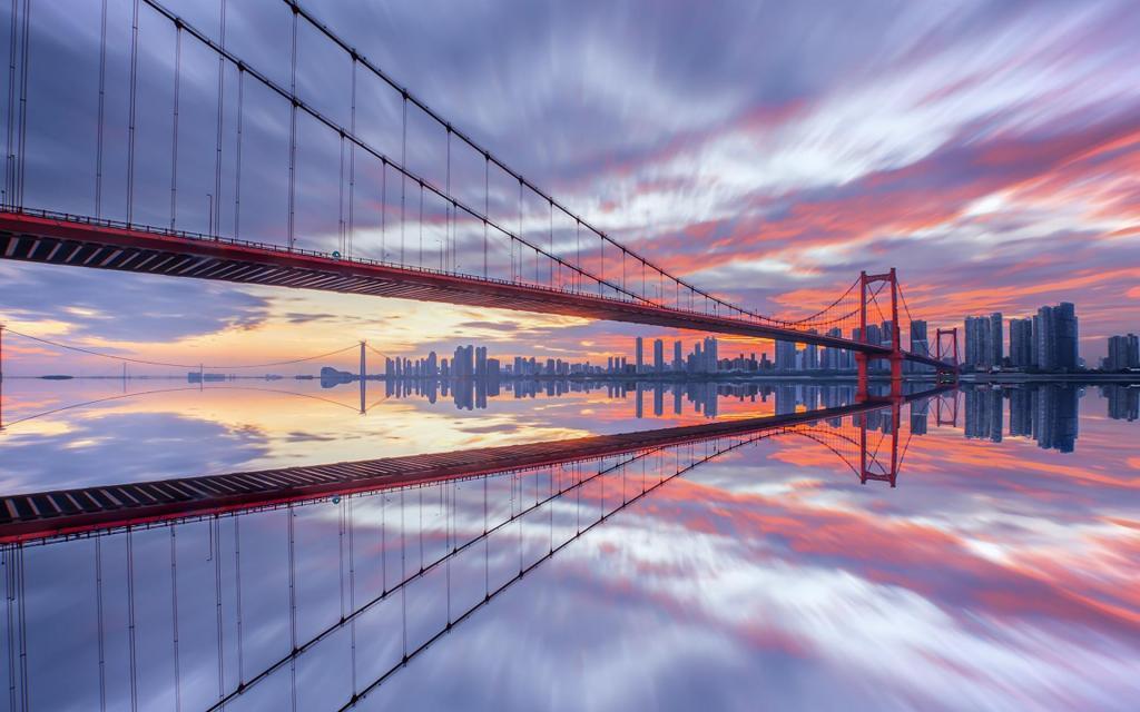橘红色的武汉鹦鹉洲长江大桥