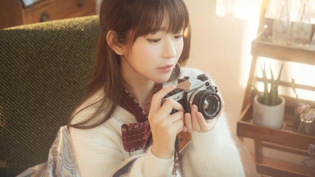 文艺女孩甜美写真