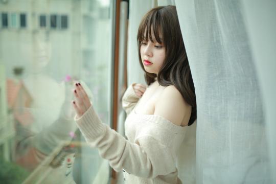 亚洲美女室内侧身写真
