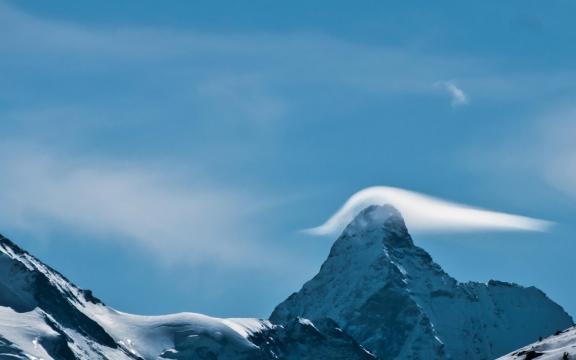 享受大自然的唯美雪山风光