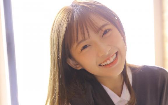 清纯少女学生装可爱迷人写真