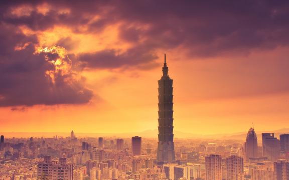 黄昏中的台北101大厦