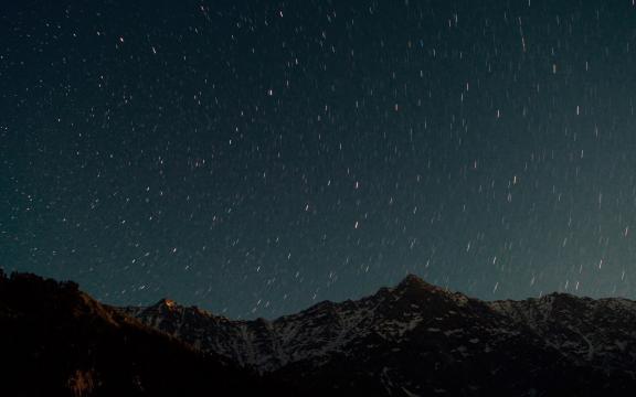 夜晚的星空是如此的美
