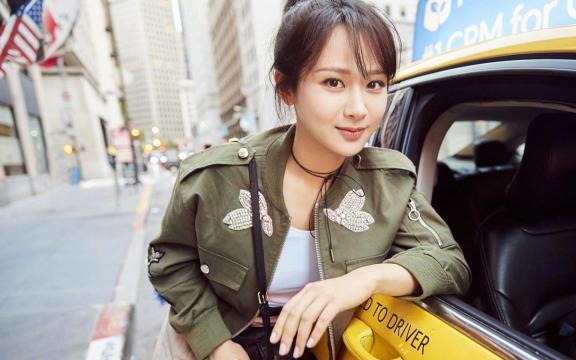 美丽女神杨紫时尚帅气街拍写真