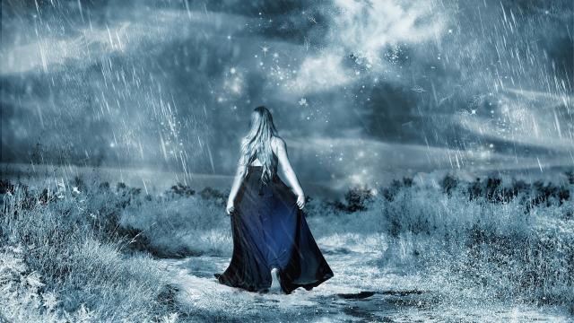 大雨中孤独背影意境写真