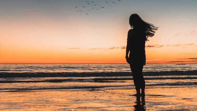 夕阳下孤独背影意境写真