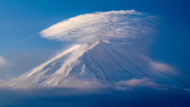 世界上最大的活火山之一日本富士山