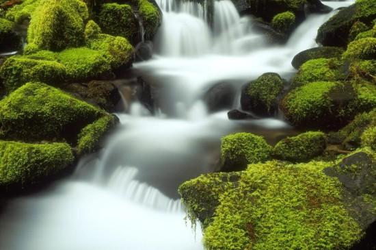 秀丽庐山瀑布