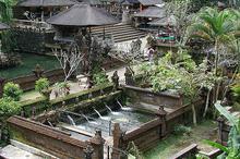 历史悠久的巴厘岛圣泉庙