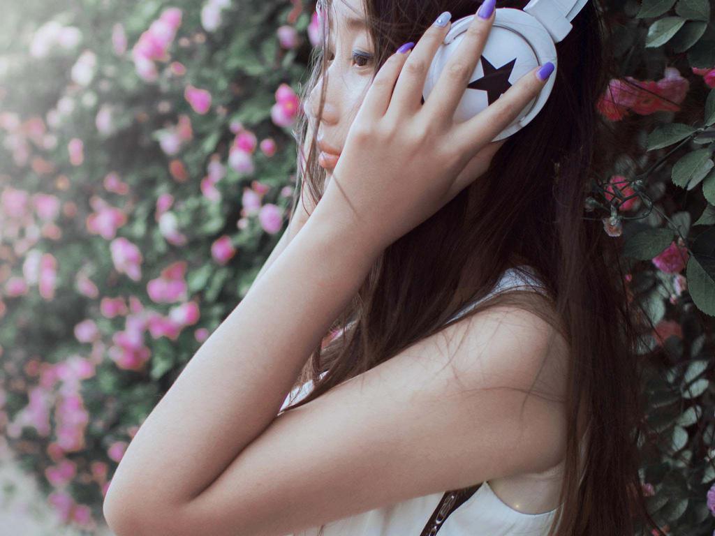 蔷薇下唯美美女