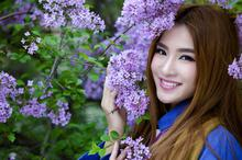 紫薇花中清纯美女图片