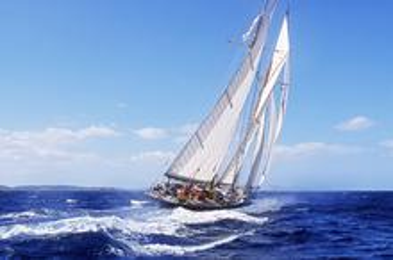 大海上的帆船