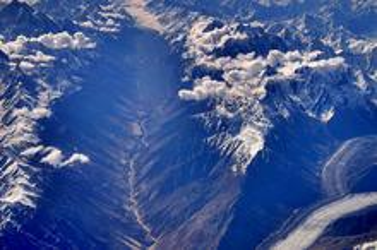 鸟瞰昆仑山