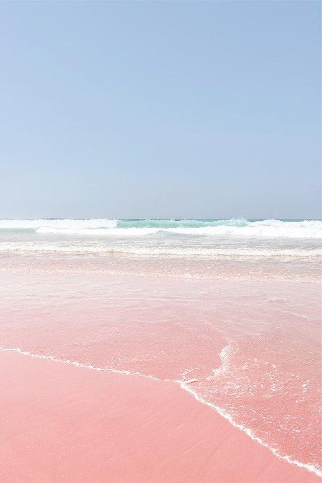 唯美粉色沙滩海岸线