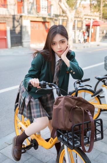 甜美校园女神户外小清新写真