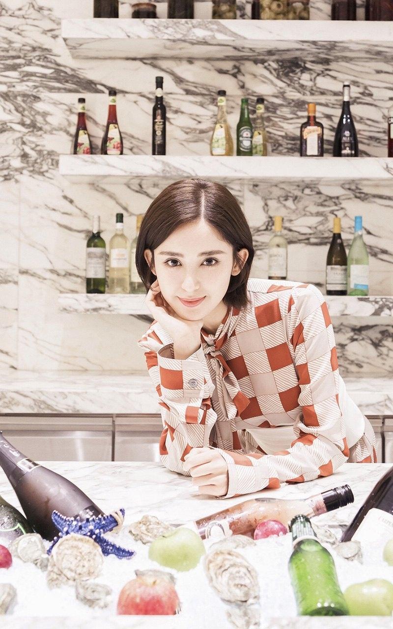 人气小花古力娜扎最新甜美居家写真