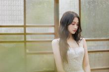 今日份小仙女关晓彤气质水晶裙户外迷人写真