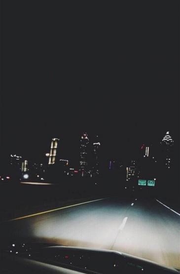 城市夜幕低沉