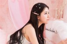清纯美女粉色礼服性感写真