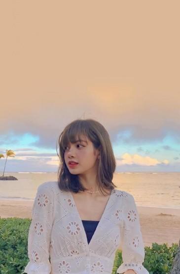 LISA清新春日甜美白嫩户外写真
