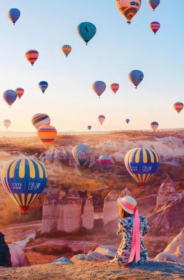 五彩斑斓热气球