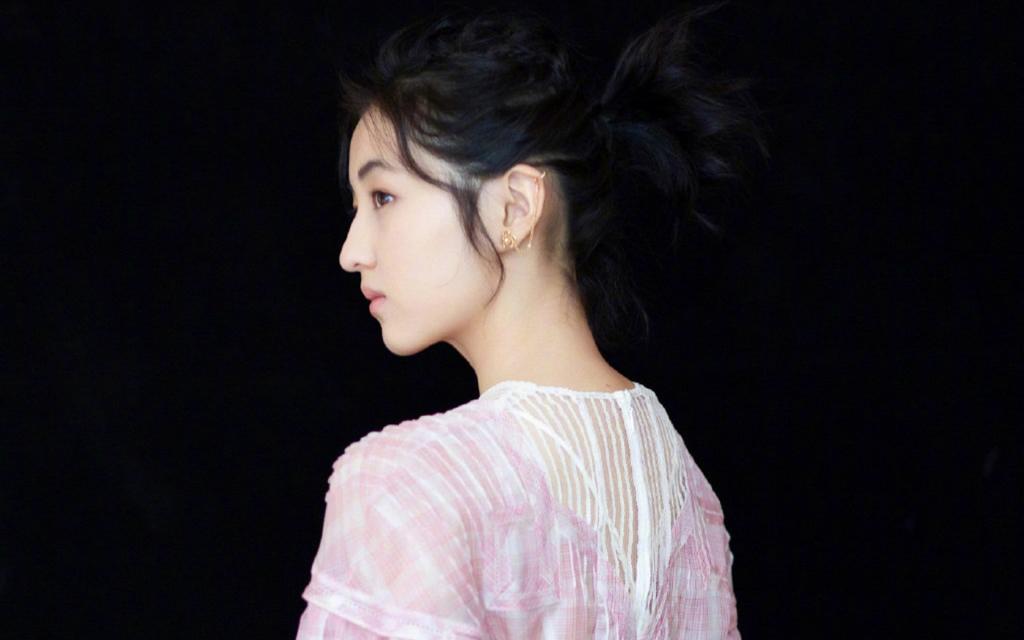 张子枫粉嫩甜美写真