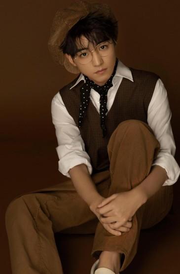 王俊凯二十岁生日写真